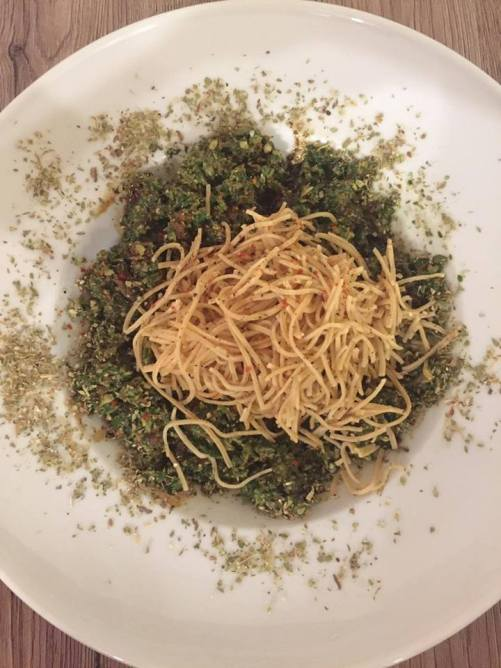 Low Carb Spaghetti / Basilikum Pesto
